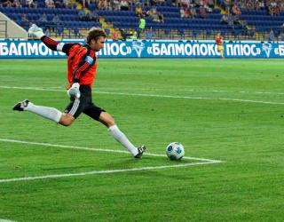 Фотообои Вратарь начинает атаку 8521