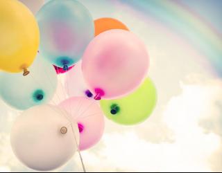 Фотообои Разноцветные шары в небе 22703