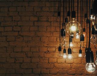 Фотообои Лофт стена с лампами 24471