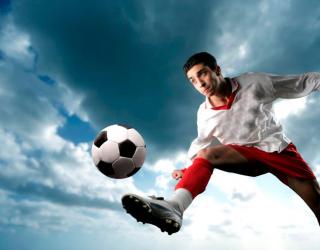Фотообои Футболист с мячом 4768