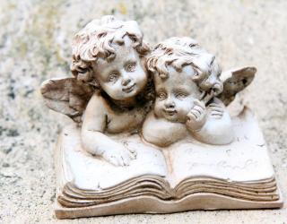 Фотообои каменные ангелочки на книжке 20656